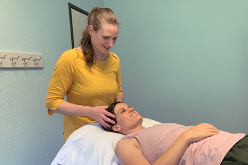 Taryn O'Connell massages a patient's head.
